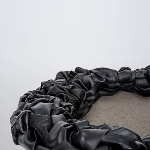 NEST: minimalistische Woonkamer door RENATE VOS product & interior design