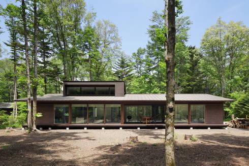 外観~025軽井沢Sさんの家: atelier137 ARCHITECTURAL DESIGN OFFICEが手掛けた家です。