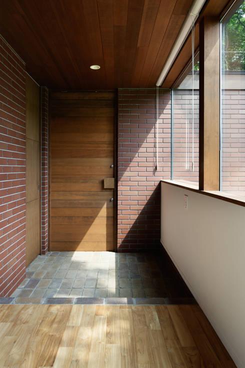 玄関~029那須Hさんの家: atelier137 ARCHITECTURAL DESIGN OFFICEが手掛けた廊下 & 玄関です。