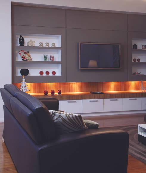 Karrinyup 2 Living Room: modern Living room by Natasha Fowler Design Solutions