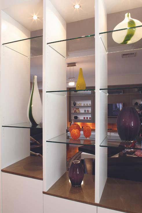 Karrinyup 3 Living Room Vase Display: modern Living room by Natasha Fowler Design Solutions