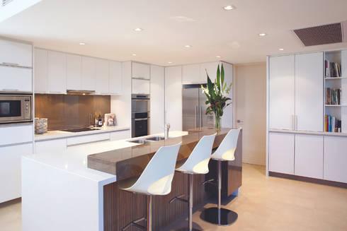 Karrinyup 4 Kitchen: modern Kitchen by Natasha Fowler Design Solutions