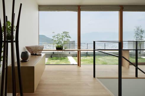 玄関ホール~甲府 I さんの家: atelier137 ARCHITECTURAL DESIGN OFFICEが手掛けた廊下 & 玄関です。