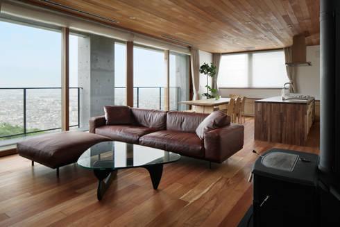 リビング(子世帯)~甲府 I さんの家: atelier137 ARCHITECTURAL DESIGN OFFICEが手掛けたリビングです。