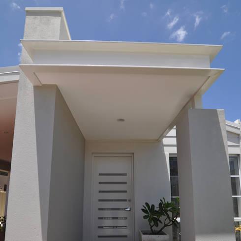 Perth 7 Portico:  Terrace by Natasha Fowler Design Solutions