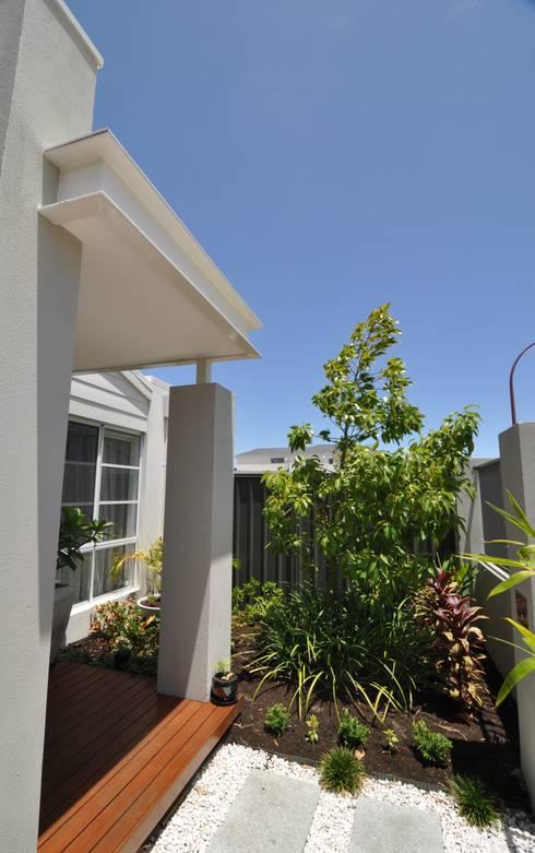 Perth 8 Portico / Garden:  Terrace by Natasha Fowler Design Solutions