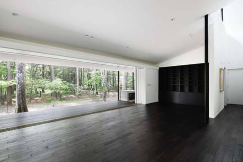 リビングダイニング~軽井沢Cさんの家: atelier137 ARCHITECTURAL DESIGN OFFICEが手掛けたリビングです。