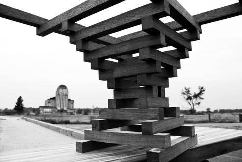 Table Altaar prototype: moderne Woonkamer door VanJoost