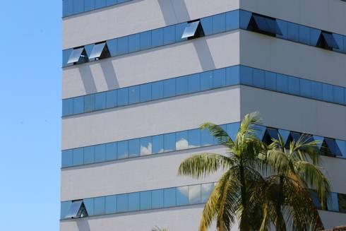 ZAAV-Edificio Comercial-1037: Casas minimalistas por ZAAV Arquitetura