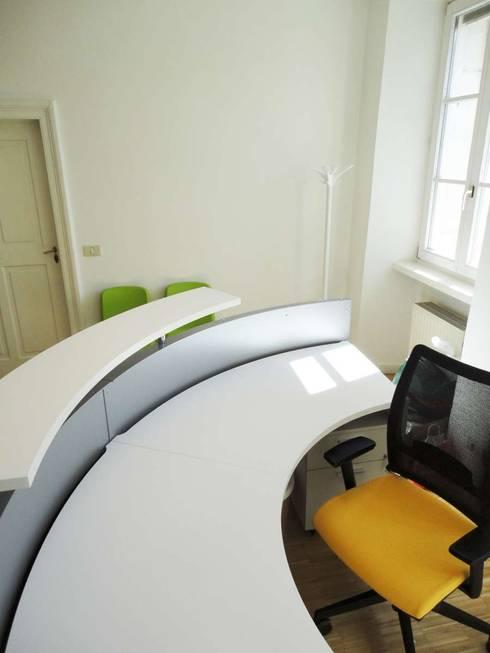 Scrivania_1: Studio in stile  di Arch. Tommaso Rossi