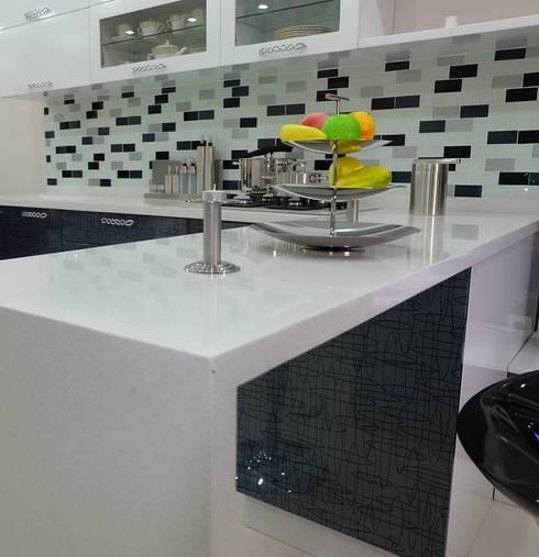 Cucina in stile  di Gensolid Telnoloji Gel.Mob.İnş.Ltd.Şti.