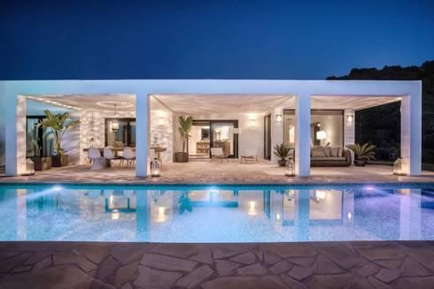 Fraaie villa Ibiza: eclectische Huizen door Kabaz