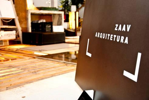 Stand Di Fatto: Centros de exposições  por ZAAV Arquitetura