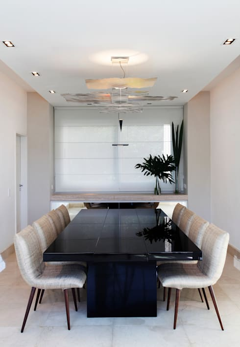 Dining room by Andréa Menezes & Franklin Iriarte