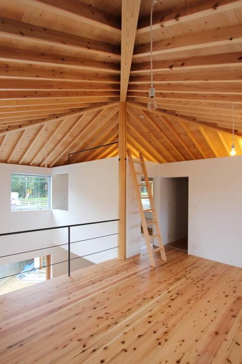 イエニワハナレ: amp / アンプ建築設計事務所が手掛けた子供部屋です。