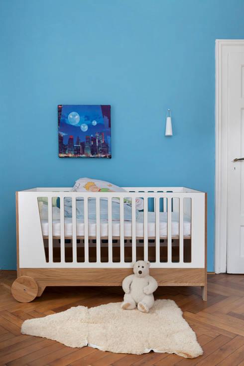 modern Nursery/kid's room by DUELLI KLEE Dipl. Ing. Innenarchitektur Partnerschaft