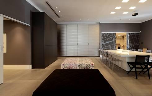 Marcato: Espaços comerciais  por Carlos Otávio Arquitetura e Interiores