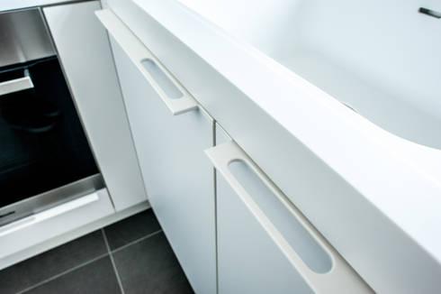 Grepen: moderne Keuken door Alewaters & Zonen