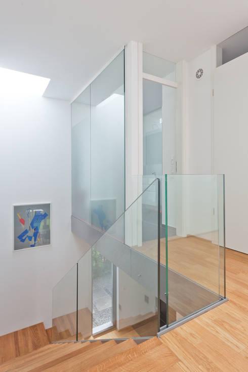 verglastes Kinderbad: moderne Badezimmer von Beck+Blüm-Beck Architekten
