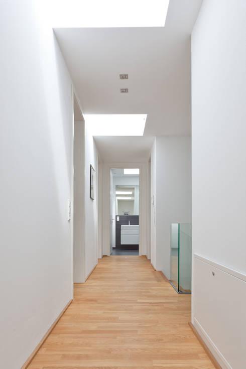 Flur:  Flur & Diele von Beck+Blüm-Beck Architekten