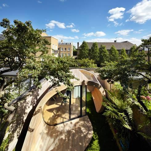 Garage/Rimessa in stile in stile Moderno di Platform 5 Architects LLP