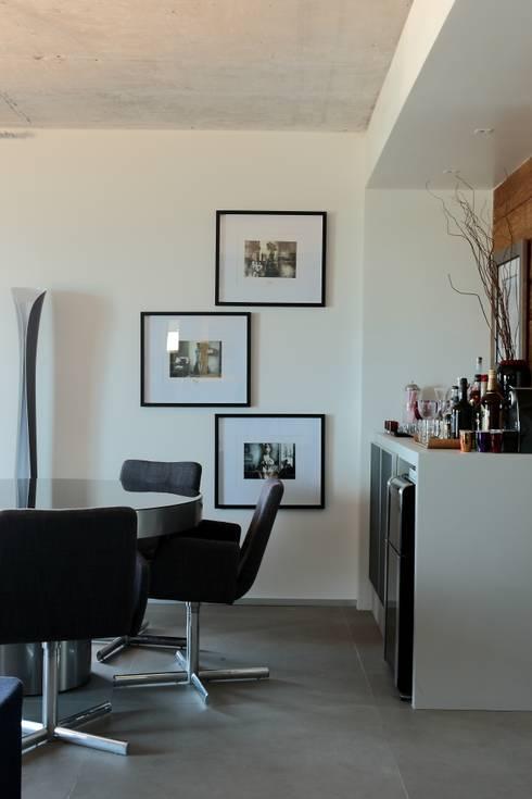 Apto 1000 1000: Salas de estar modernas por Carlos Otávio Arquitetura e Interiores