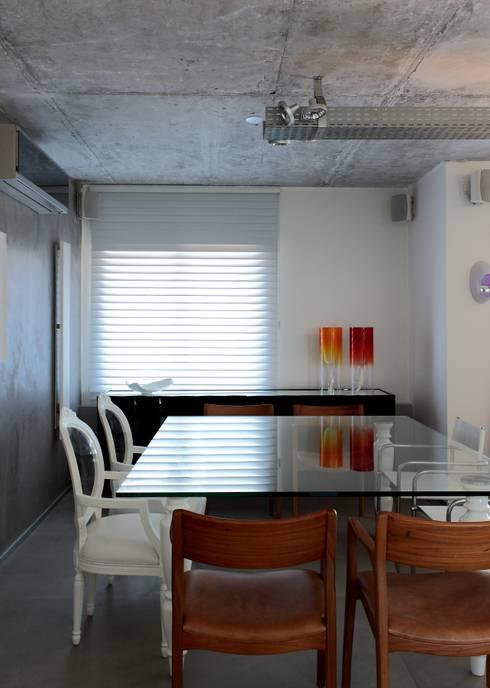 Apto 1000 1000: Salas de jantar modernas por Carlos Otávio Arquitetura e Interiores