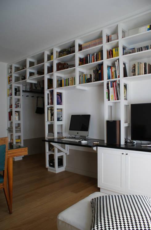 Casa per una giovane coppia: Soggiorno in stile  di Francesca Pierucci Architetto