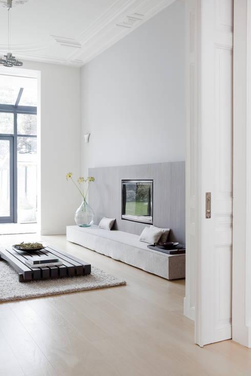Herenhuis in Den Haag: moderne Woonkamer door Remy Meijers Interieurarchitectuur