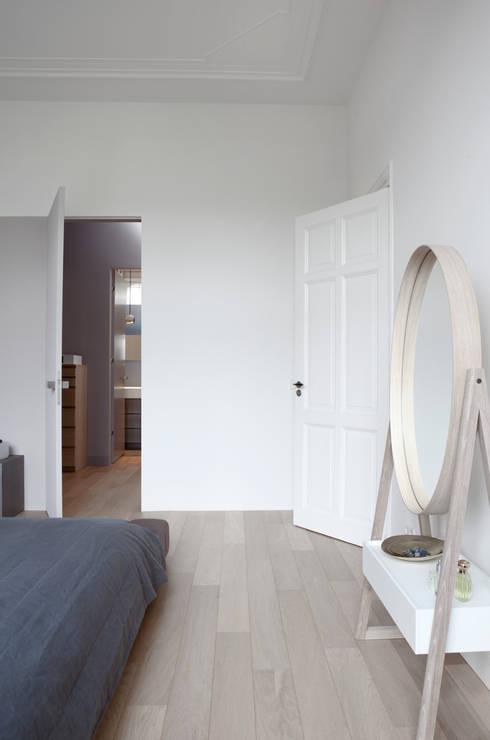 Herenhuis in Den Haag:  Slaapkamer door Remy Meijers Interieurarchitectuur