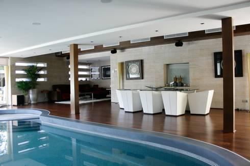 Casa piscina por b3 interiorisme homify - Casas con piscina interior ...