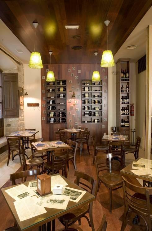 Restaurante La Imprenta: Locales gastronómicos de estilo  de moreandmore design