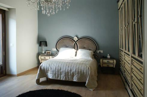 Vivienda Siglo XV: Dormitorios de estilo clásico de moreandmore design