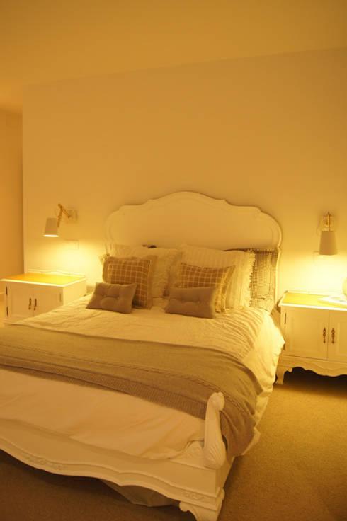 Sube Susaeta Interiorismo diseña y decora dormitorio: Dormitorios de estilo escandinavo de Sube Susaeta Interiorismo