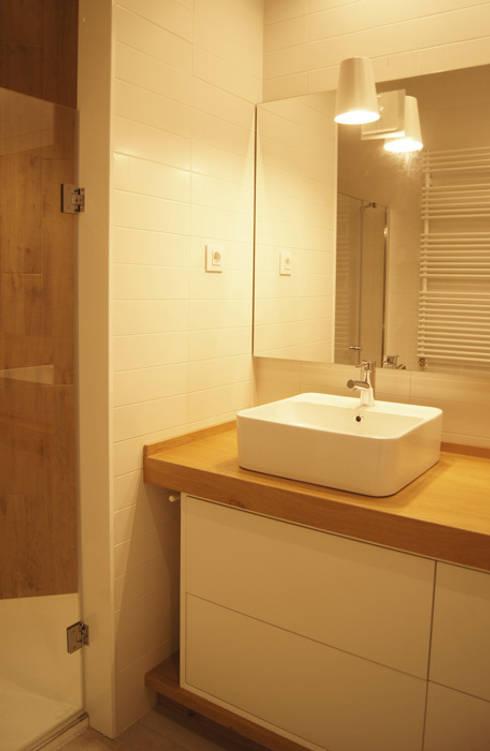 Sube Susaeta Interiorismo diseña y decora baño: Baños de estilo minimalista de Sube Susaeta Interiorismo