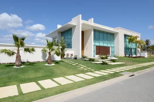 Casa Alphaville: Terraços  por Carlos Otávio Arquitetura e Interiores