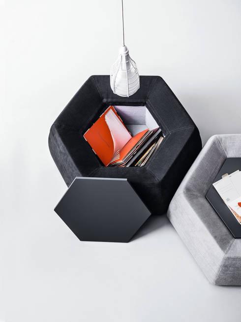 Honey coffee table for Saba: Soggiorno in stile in stile Moderno di Calvi Brambilla