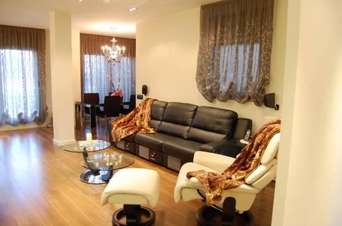 Salones: Salones de estilo clásico de Sebastián Bayona Bayeltecnics Design