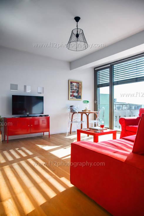 Salas / recibidores de estilo  por f12 Photography