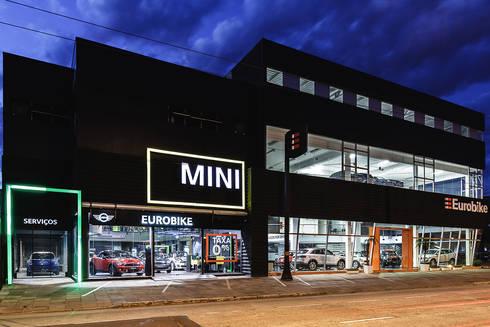 MINI Cooper Porto Alegre: Concessionárias  por RICARDOTRAMONTINA.ART
