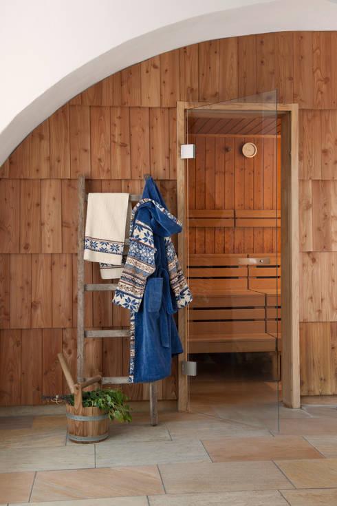 Projekty, skandynawskie Spa zaprojektowane przez FEILER