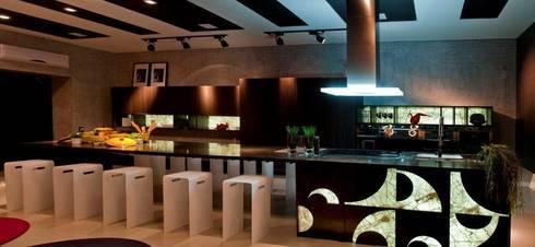 GOURMET ART - CASA COR 2012 - (Fotos Lio Simas): Cozinhas ecléticas por ArchDesign STUDIO