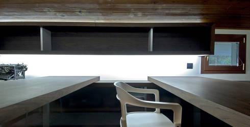 Estudio..: Salones de estilo moderno de Estudio TYL