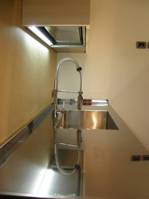 Appartamento Padova (PD): Cucina in stile  di Simone Battistotti - SB design