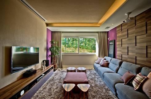 Home theater: Salas multimídia modernas por Espaço do Traço arquitetura