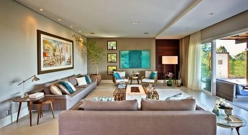 Living com lareira: Salas de estar modernas por Espaço do Traço arquitetura