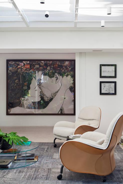 Estudios y despachos de estilo  por Gisele Taranto Arquitetura