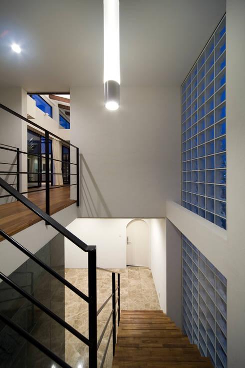 K`s   Camp(住宅): 株式会社 入船設計が手掛けた廊下 & 玄関です。