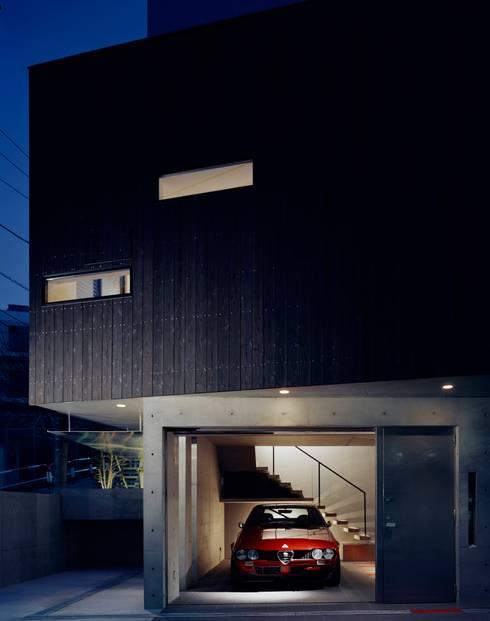 Garage/Rimessa in stile in stile Eclettico di 筒井紀博空間工房/KIHAKU tsutsui TOPOS studio