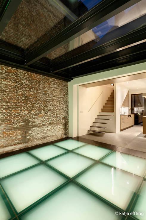 Corridor & hallway by Mirck Architecture
